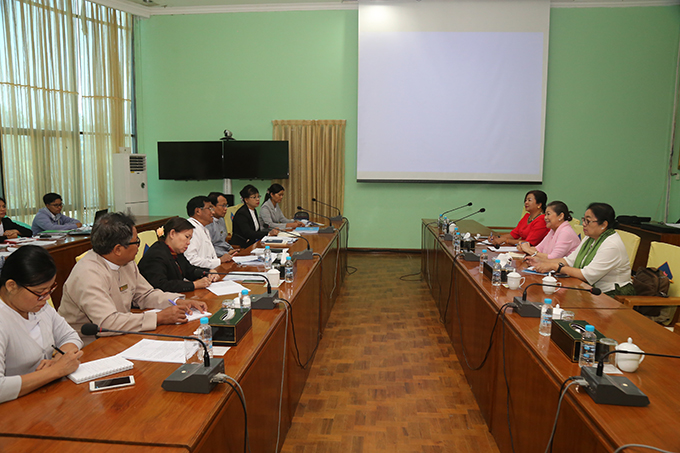 Deputy Minister U Soe Aung holds talks with a delegation of Myanmar Red Cross Society led by its Vice President Dr Daw Amaya Maw Naing.   Photo: MNA