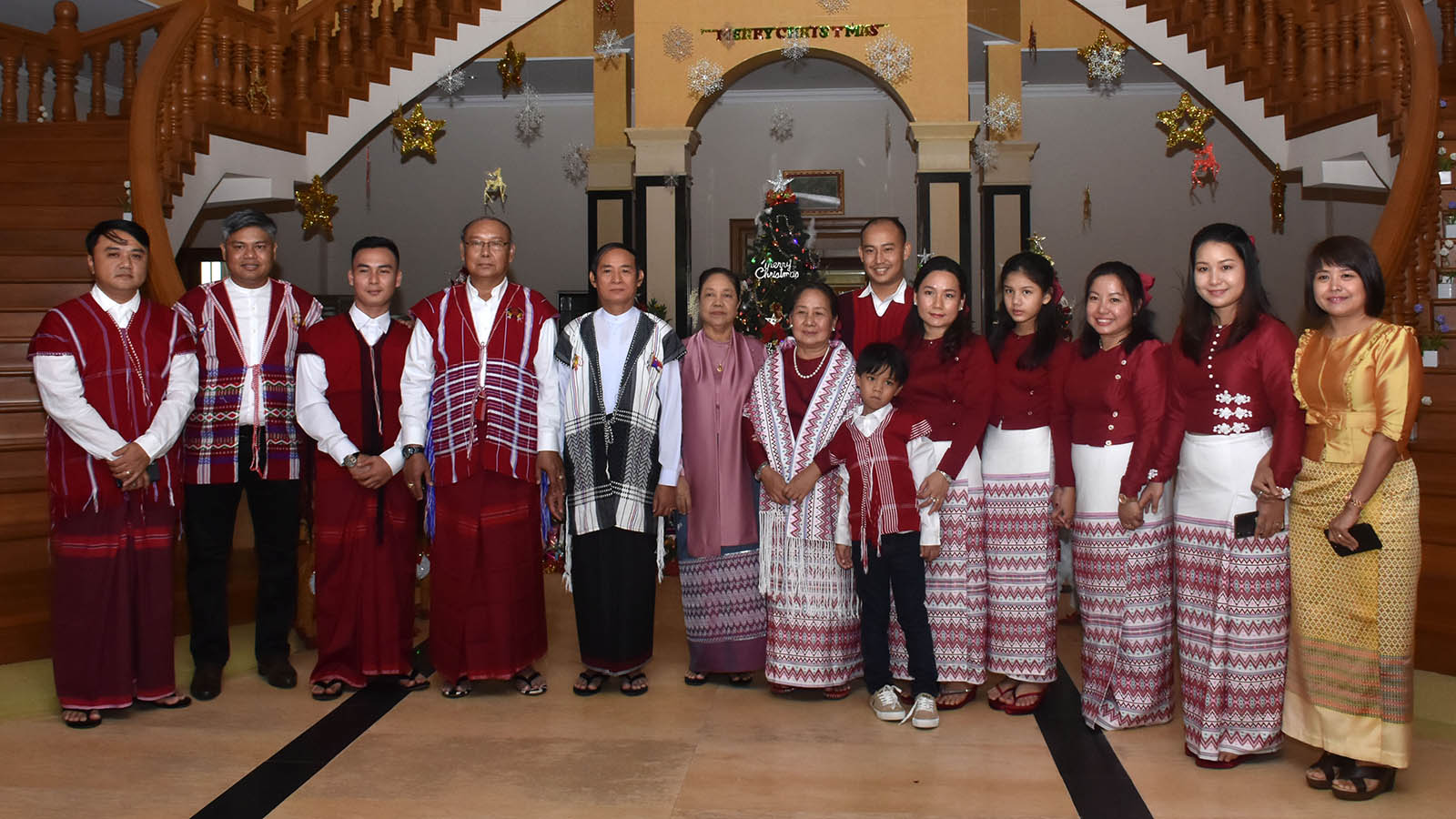 President U Win Myint, First Lady Daw Cho Cho, Amyotha Hluttaw Speaker Mahn Win Khaing Than, wife Nant Kyin Kyi and family pose for a documentary photo at the Christmas celebrations in Nay Pyi Taw yesterday. Photo: MNA