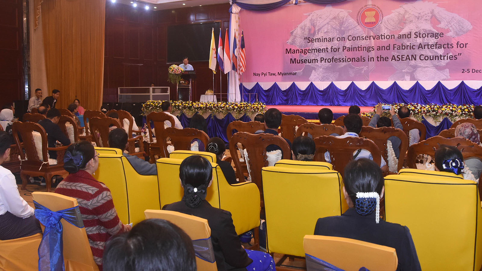 Union Minister Thura U Aung Ko delivers the address at the Seminar on Conservaton and Storage Management for Paintings and  Fabric Artefacts. Photo: MNA