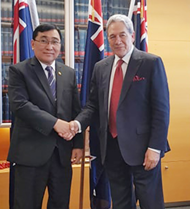 Union Minister Dr Win Myat Aye shakes hands with Minister for Foreign Affairs and Trade Mr Winston Peters at the meeting in New Zealand yesterday. Photo: MNA