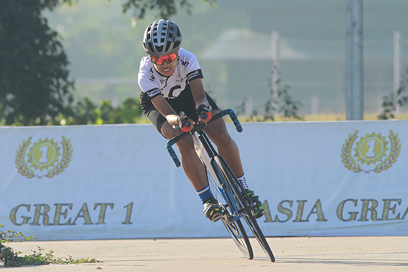 A woman participating in the women's singles event in yesterday's Region and State Cycling competitions in Nay Pyi Taw.Photo: MNA