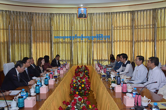 Union Minister Thura U Aung Ko meets with Minister for Culture and Tourism of the People's Republic of China Mr Luo Shugang in Nay Pyi Taw yesterday.Photo: MNA