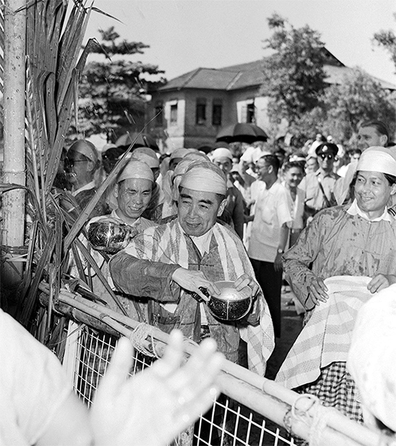Chinese Premier Zhou Enlai, who visited Myanmar nine times, is still fondly remembered for celebrating Thingyan Festival together with the people of Myanmar while dressed in traditional local attire.