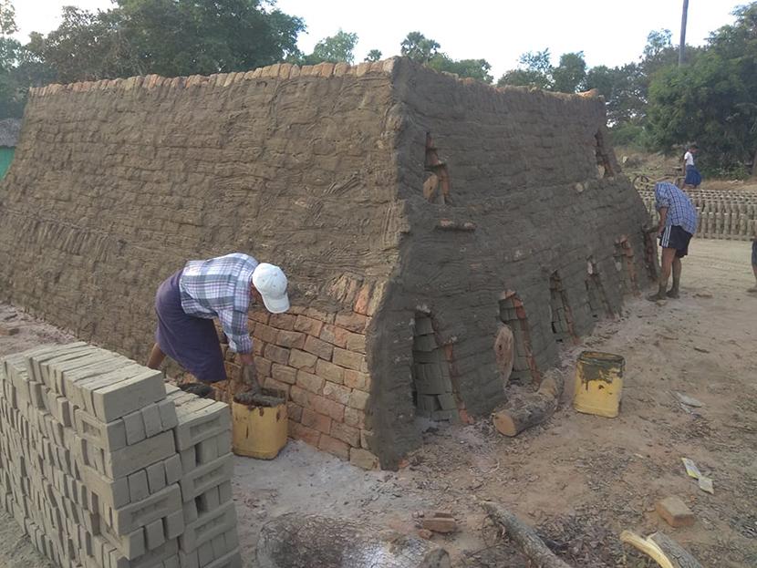 Workers making bricks in Kabargyi Village, Seikpyu Township, Magway Region. Photo: Soe Lin Naing (IPRD)