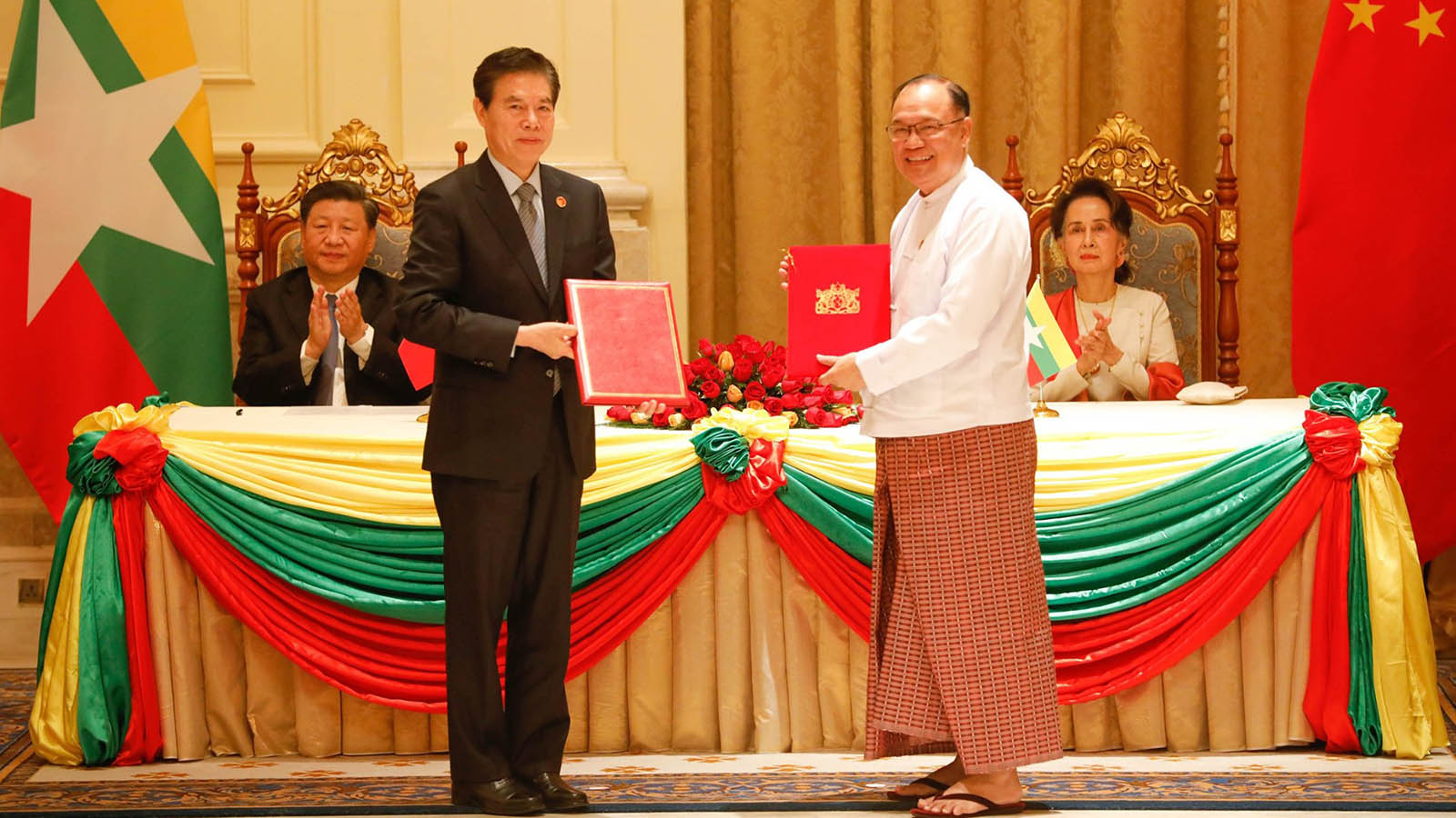 Union Minister U Thant Sin Maung and Minister of Commerce of China Mr Zhong Shan exchange the Implementation Agreement for Procurement of (28) Nos. of Passenger Coaches Project by China's Interest-Free Loan in the presence of State Counsellor Daw Aung San Suu Kyi and Chinese President Mr Xi Jinping. Photo: MNA