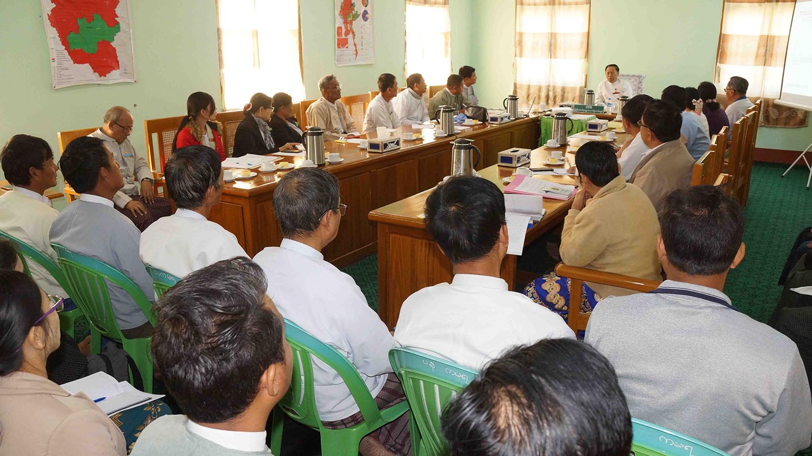 Union Election Commission Chairman U Hla Thein meets with officials of election sub-commissions of Kayah State yesterday.Photo: MNA