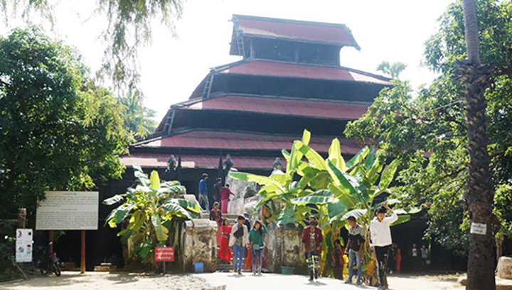 People visit Bagaya Kyaung (monastery) in Inwa region, Tada-U Township, Mandalay Region.  Photo: Than Zaw Min (IPRD)