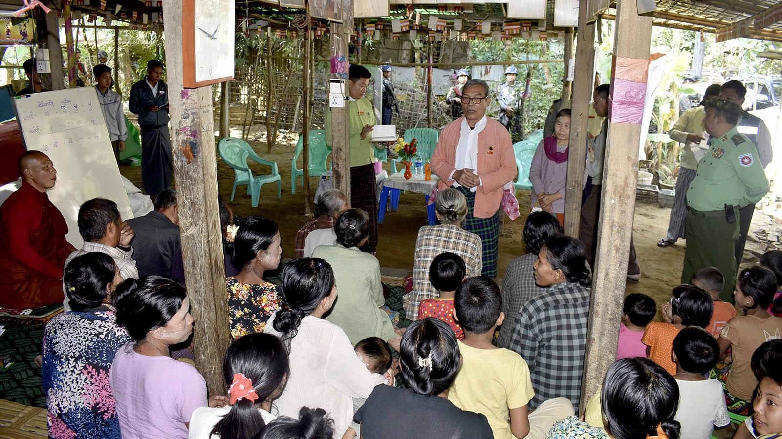 Rakhine State Chief Minister U Nyi Pu meets with IDPs at a monastery in Sittway, Rakhine State. Photo: Tin Tun