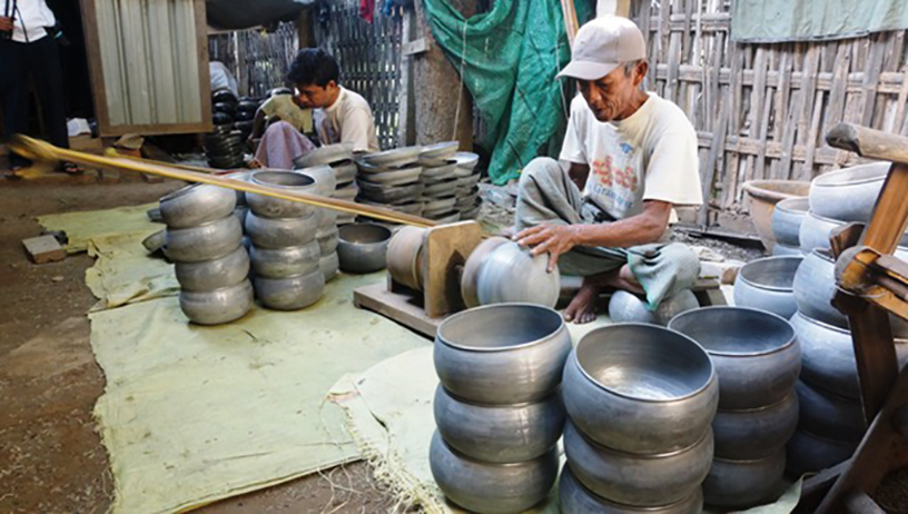 Inwa locals switch to machines for producing alms bowls