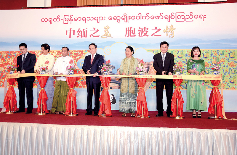 Mr Xu Lin, Minister of the State Council Information Office of China, U Ye Naing, Director-General of Information and Public Relations Department, and officials open the China-Myanmar aesthetic photo exhibition in Yangon yesterday.Photo: MNA