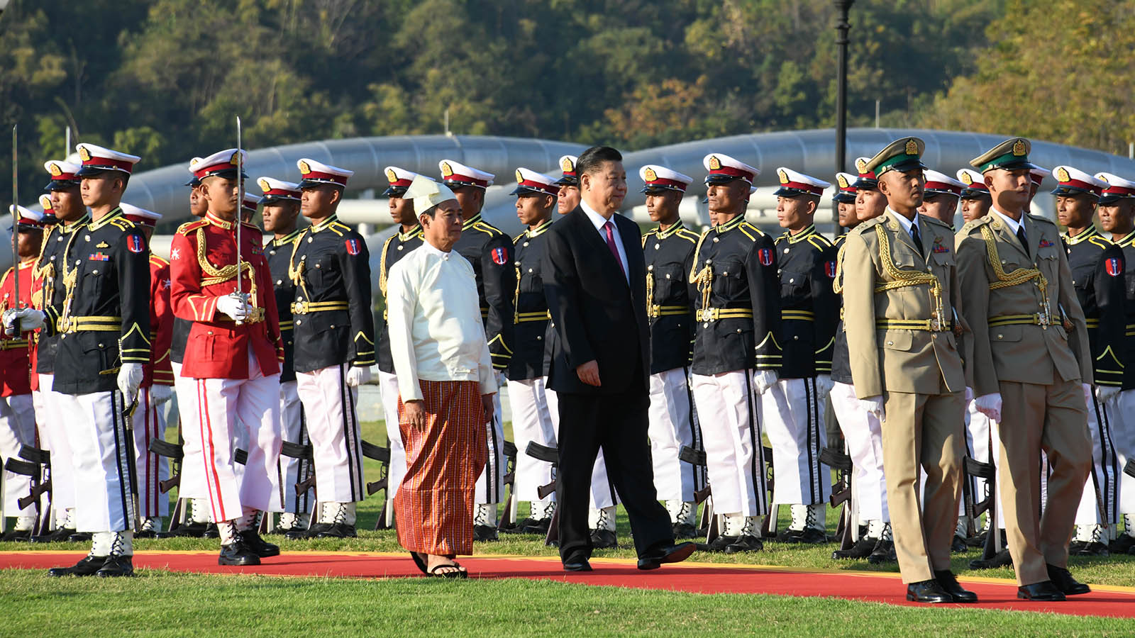 President U Win Myint and President of the People's Republic of China Mr Xi Jinping inspect the Guard of Honour at the Presidential Palace in Nay Pyi Taw yesterday. Photo: MNA