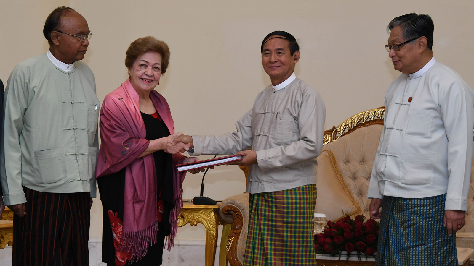 President U Win Myint accepts the Independent Commission of Enquiry's final report from Independent Commission of Enquiry Chairperson Ambassador Rosario Manalo in Nay Pyi Taw yesterday. Photo: MNA