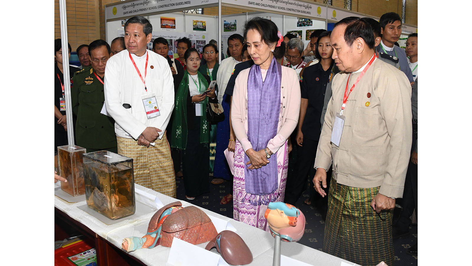 State Counsellor Daw Aung San Suu Kyi visits the exhibition at the Education Development Implementation Conference 2020 (Basic Education Sector) in Nay Pyi Taw yesterday.Photo: MNA
