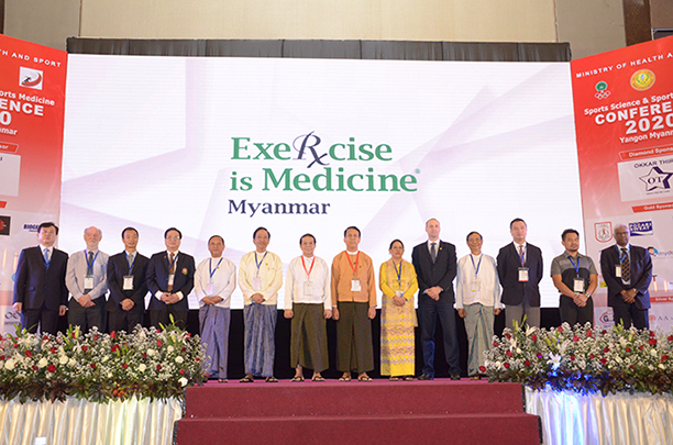 UPC Chairman Dr Tin Myo Win, Chief Minister U Phyo Min Thien and attendees pose for a photo at the Sports Science and Sports Medicine Conference 2020 in Yangon yesterday. Photo: MNA