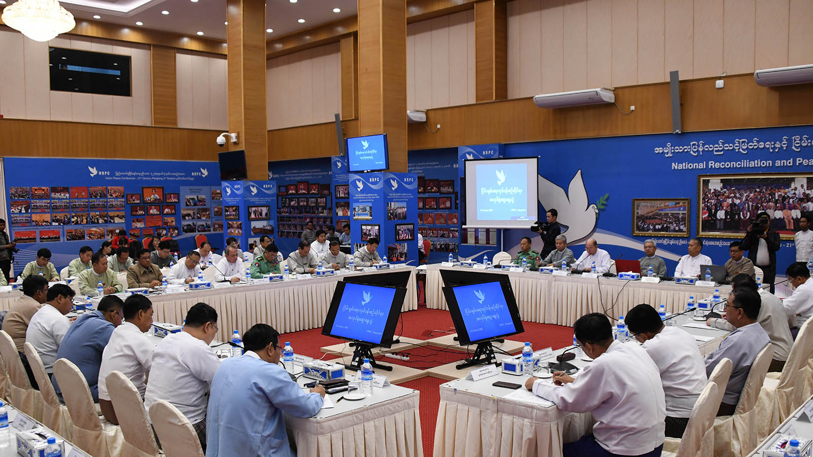 National Reconciliation and Peace Centre members and senior ministerial officials attend workshop at the NRPC office in Nay Pyi Taw yesterday.Photo: MNA