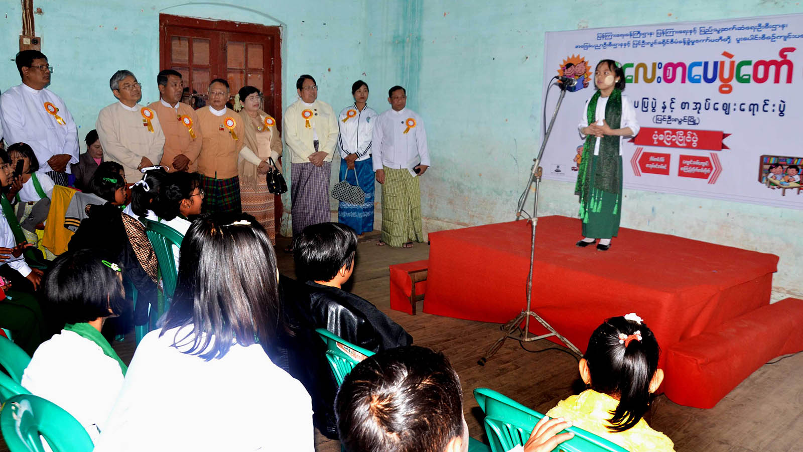 Union Minister Dr Pe Myint and party observe student competing in the storytelling contest at the opening ceremony of Children's Literary Festival in PyinOoLwin yesterday.Photo: MNA