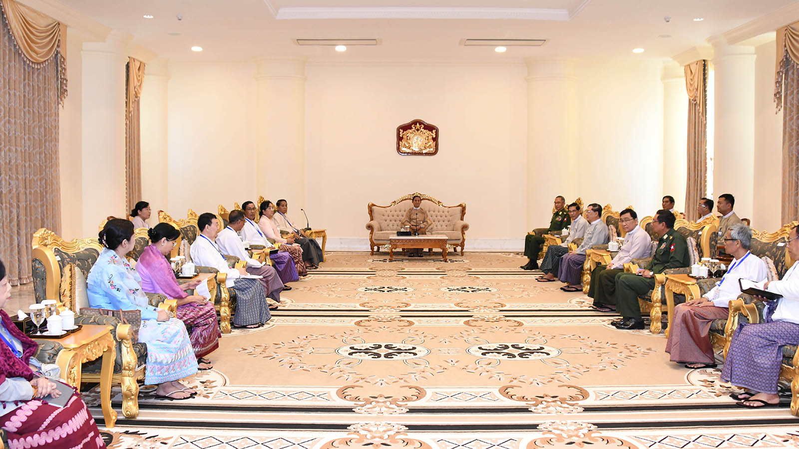 President U Win Myint meets the delegation led by Myanmar National Human Rights Commission Chairman U Hla Myint at the Presidential Palace in Nay Pyi Taw yesterday. Photo: MNA