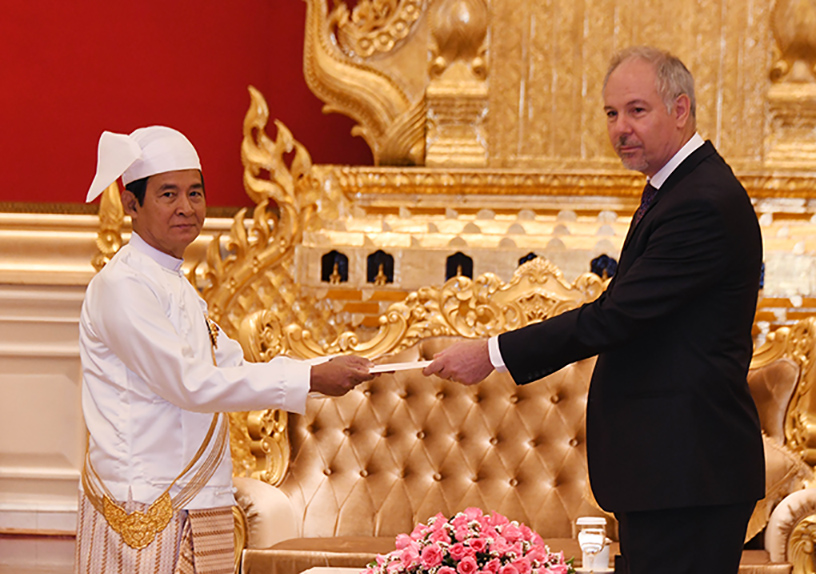 President U Win Myint accepts the Letters of Credence from the newly-accredited Ambassador of Canada Mr Francois Lafreniere at the Presidential Palace in Nay Pyi Taw yesterday.Photo: MNA