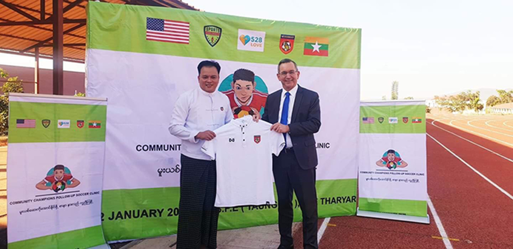 MFF general secretary U KoKoThein (l) presents the Myanmar team jersey to United States Ambassador Mr Scot Marciel at the follow-up Community Champions Football Clinic in Taunggyi. Photo: MFF