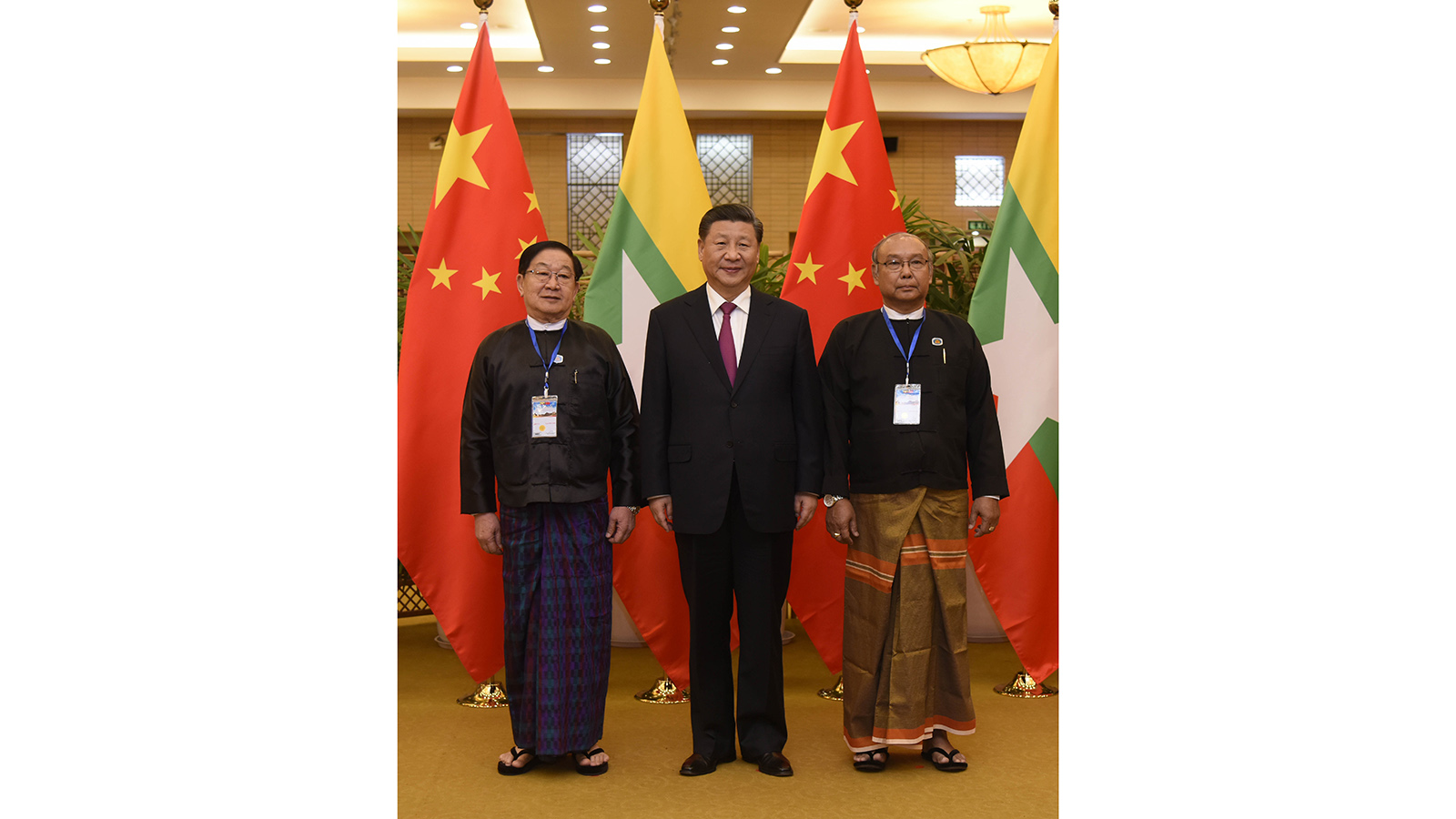 President of the People's Republic of China Mr Xi Jinping poses for the documentary photo together with Speaker U T Khun Myat and Speaker Mahn Win Khaing Than.Photo: MNA