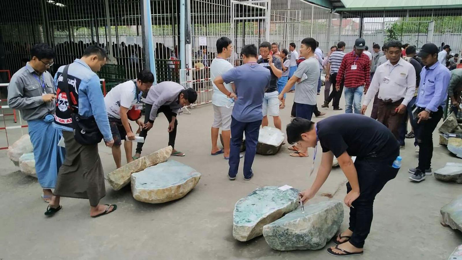 Merchants examine the jade lots displayed at the Mani Yadana Jade Hall in Nay Pyi Taw.Photo MNA