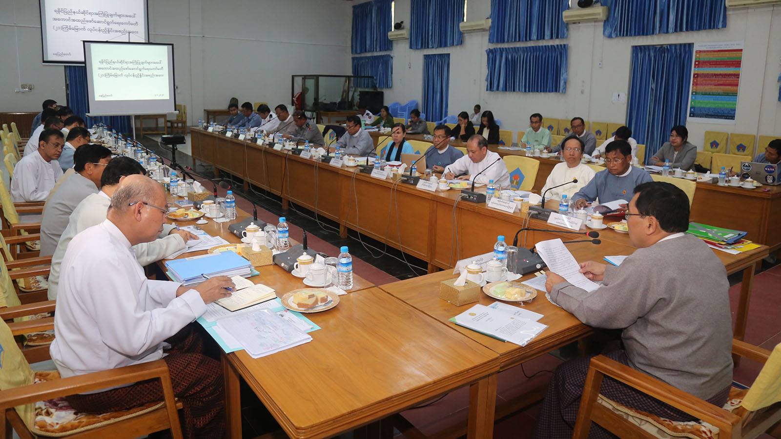 Union Minister Dr Win Myat Aye holds the coordination meeting with members of the Committee for Implementation of the Recommendations on Rakhine State in Nay Pyi Taw yesterday.Photo: MNA