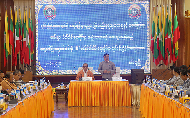 Union Minister Dr Win Myat Aye delivers the speech at the coordination meeting on closing IDP camp in Kyaukpyu in Rakhine State on 21 January. Photo: MNA