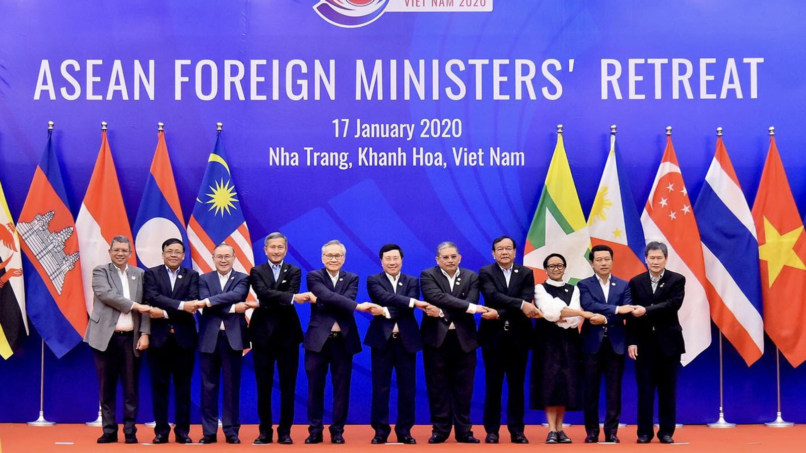 Union Minister U Kyaw Tin poses for a group photo with Ministers from ASEAN countries at the ASEAN Foreign Ministers' Retreat in Nha Trang, Viet Nam.Photo: MNA