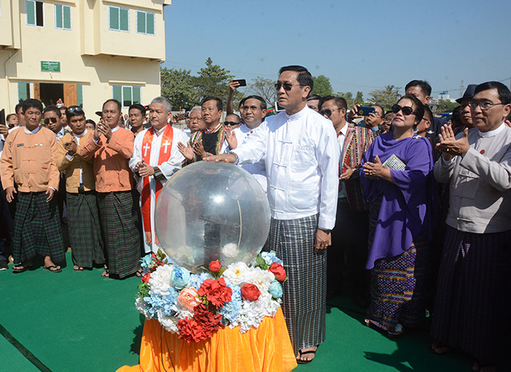 Vice President U Henry Van Thio unveils the ACSY logo and founding member memorial at the stake-driving for constructing a community hall at the All Chin Society-Yangon (ACSY). Photo: mna