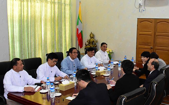 Deputy Minister U Aung Hla Tun holds talk with Xinhua News Agency's Vice President Mr Liu Siyang and party. Photo:MNA