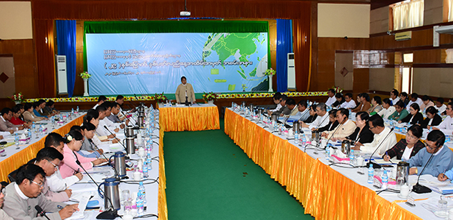 Union Minister Dr Pe Myint addresses the meeting with the officials of the Information and Public Relations Department in Nay Pyi Taw yesterday.Photo: MNA