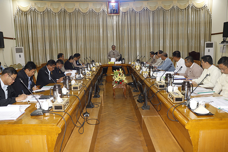 Union Minister for Commerce Dr Than Myint addresses the meeting of oversight committee on car imports and related activities in Nay Pyi Taw yesterday.Photo: MNA