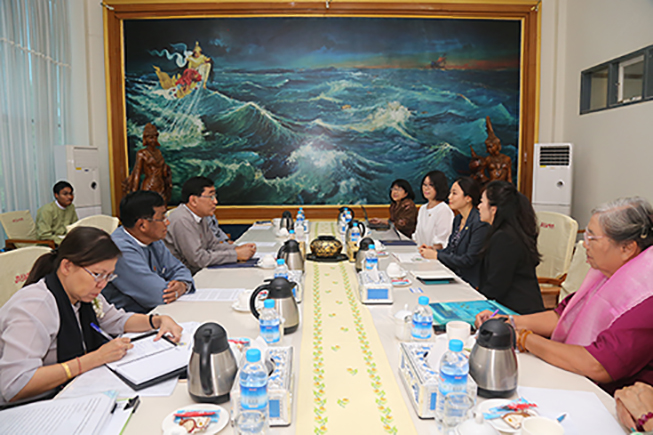 Union Minister Dr Win Myat Aye meets with a delegation of International Women's Peace Group (IWPG) from the Republic of Korea in Nay Pyi Taw yesterday.Photo: MNA