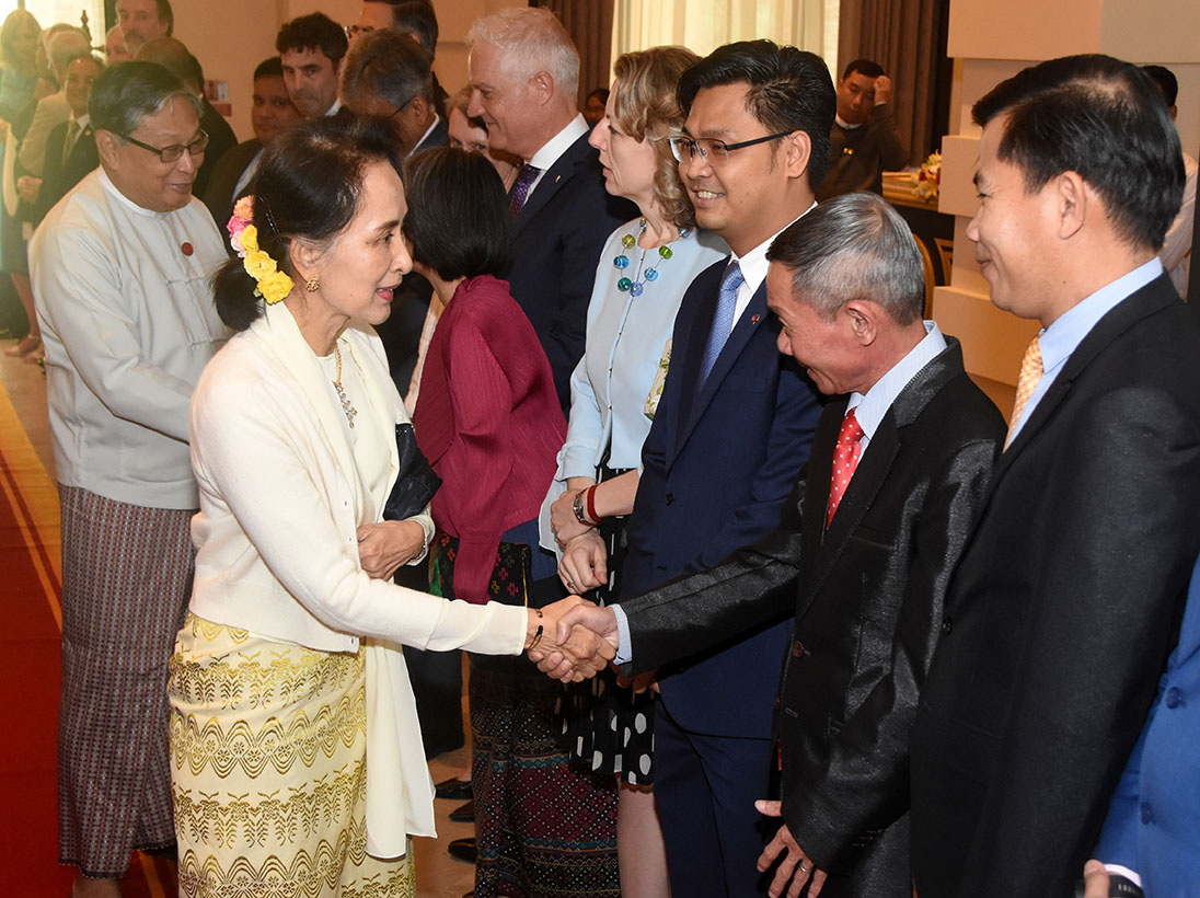 State Counsellor Daw Aung San Suu Kyi is welcomed by diplomatic corps at the luncheon to commemorate New Year Gathering and the  72nd Anniversary of the Independence Day hosted by Ambassador of Timor-Leste Mr Joao Freitas de Camara in Nay Pyi Taw.Photo: MNA