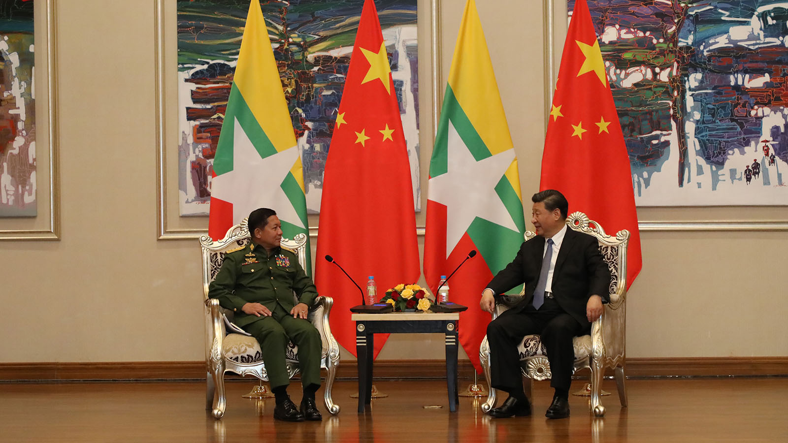 Senior General Min Aung Hlaing holds talk with President of the People's Republic of China, Mr Xi Jinping in Nay Pyi Taw yesterday. Photo: Office of the C-in-C of Defence Services