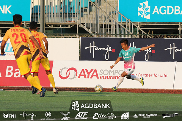 Yangon United's Aung Kyaw Naing prepares to kick the ball during the match against Zwekapin United yesterday at the Yangon United Sports Complex. Photo:YUFC
