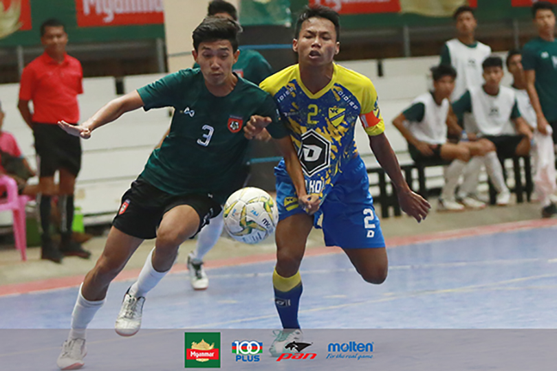 An MFF U-19 team player (left) vies for the ball with a player from Do Do Ko Ko F.C. during the Week-17 match of the Myanmar Futsal League yesterday in Yangon. Photo: MFF Futsal