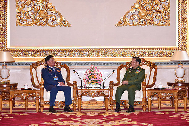 Senior General Min Aung Hlaing meets with  Colonel Khamlek Sengphachanh, Chief of Lao Air Force, in Nay Pyi Taw. Photo: C-in-C's Office