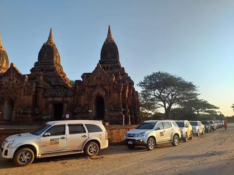 Some foreign travellers visit Bagan Archaeological Zone in Mandalay Region by cars in groups.Photo: DoHT