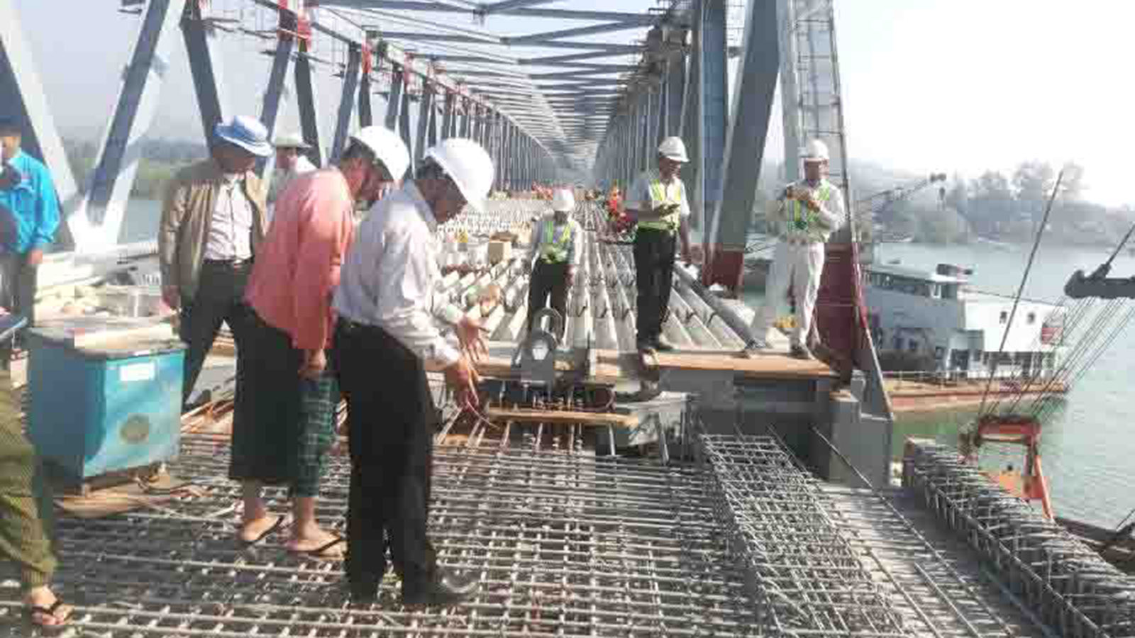 Rakhine State Chief Minister U Nyi Pu, Minister for  Electricity, Industry, Roads and Transport U Aung Kyaw Zan and district and township level officials inspecting the construction of Kinchaung bridge in Kyaukpyu, Rakhine State yesterday.Photo: MNA