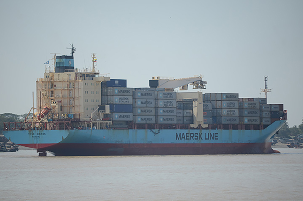 A container ship crossing the Yangon River. Photo: Phoe Khwar