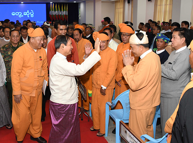 President U Win Myint greets locals in Shan State (South).photo: mna