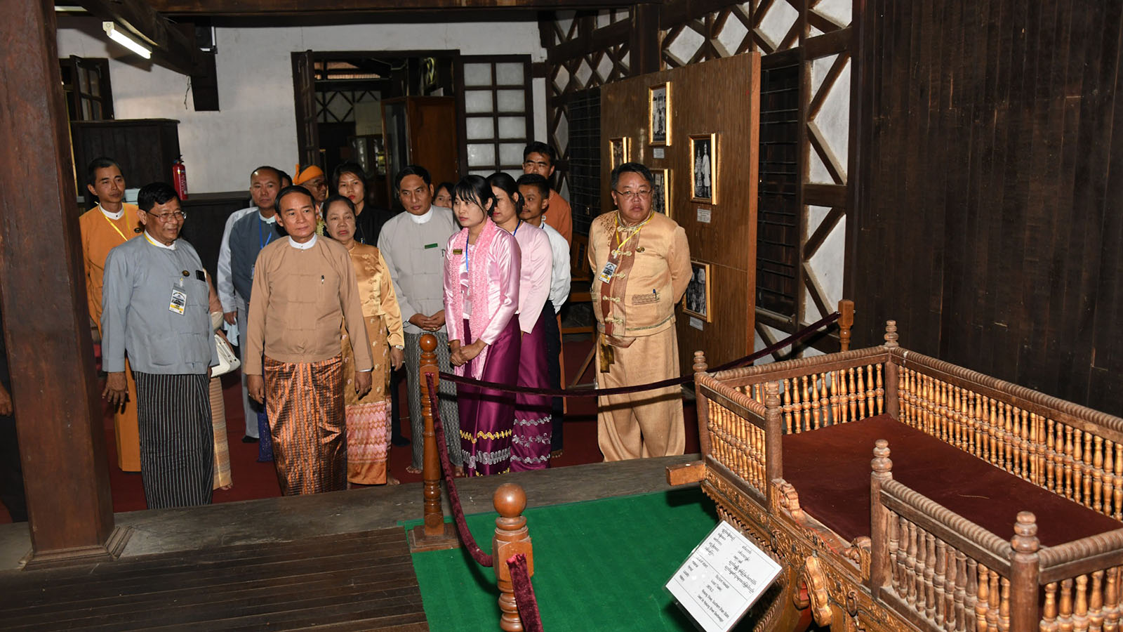 President U Win Myint and First Lady Daw Cho Cho visit Haw Nan cultural museum in Nyaungshwe, Shan State yesterday.Photo: MNA