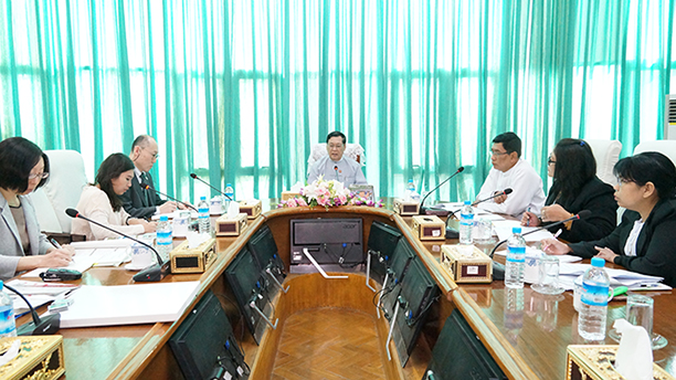 Union Minister U Thein Swe holds talks with a delegation from the Chiba Prefectural Government, Japan, led by Assistant Director-General Mr Eguchi Yo in Nay Pyi Taw yesterday.Photo: MNA