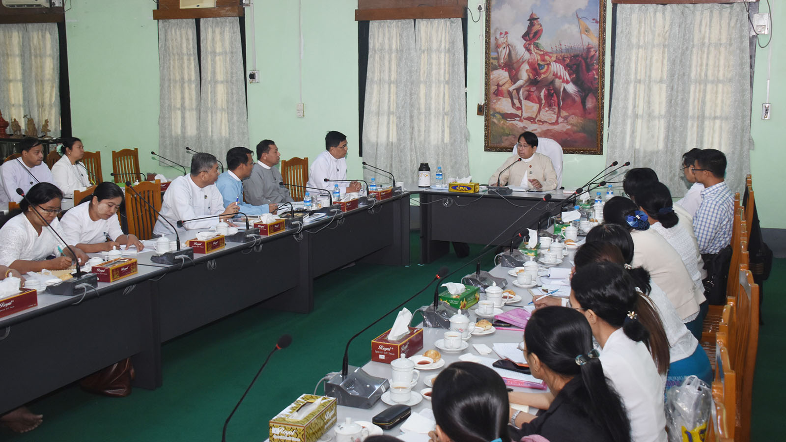 Union Minister Dr Pe Myint addresses the meeting with editorial members of Sarpay Beikman in Yangon yesterday. Photo: MNA