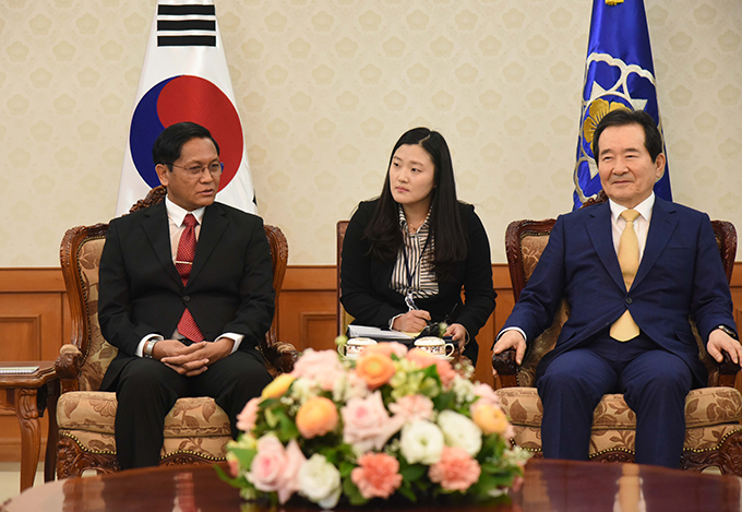 Vice President U Henry Van Thio meets with Prime Minister Mr Chung Sye-kyun in the Seoul, the Republic of Korea yesterday.Photo: MNA
