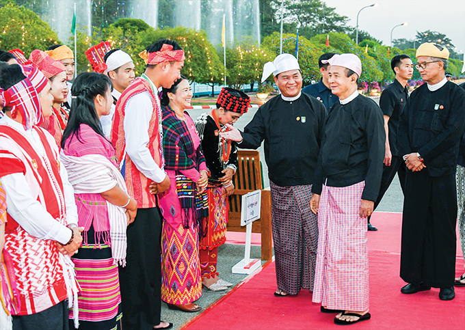 President U Win Myint greets the attendees at the dinner in commemoration of 73rd Union Day in Nay Pyi Taw on 12 February 2020.Photo: MNA
