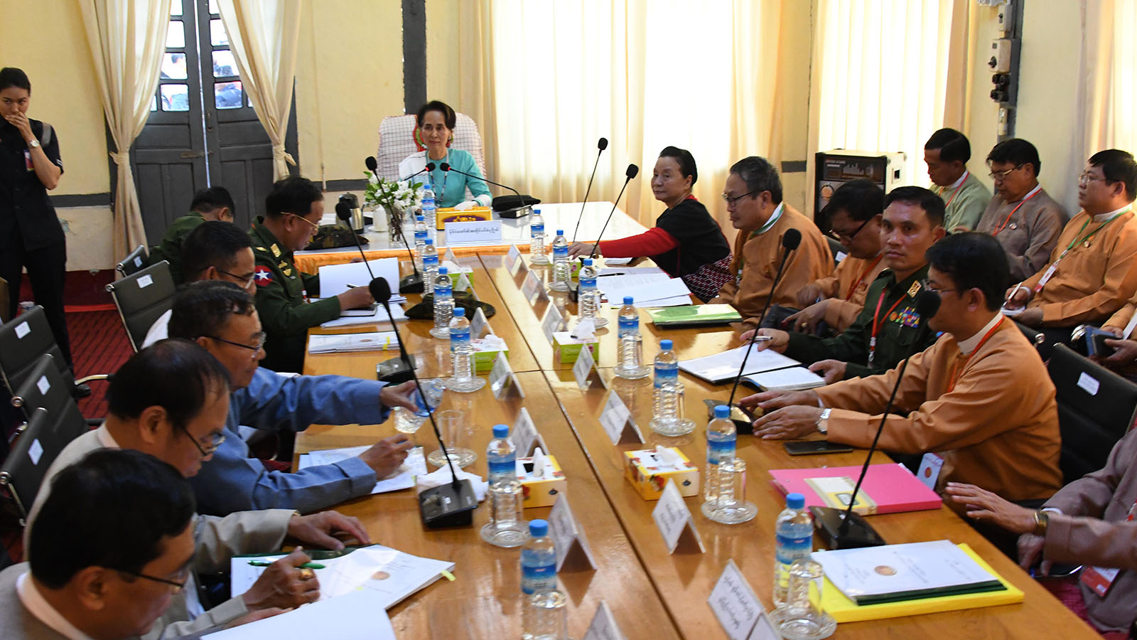 State Counsellor Daw Aung San Suu Kyi holds a meeting with Union Ministers, Chief Ministers of Kayin and Mon States, at the Mawlamyine Airport.Photo: MNA