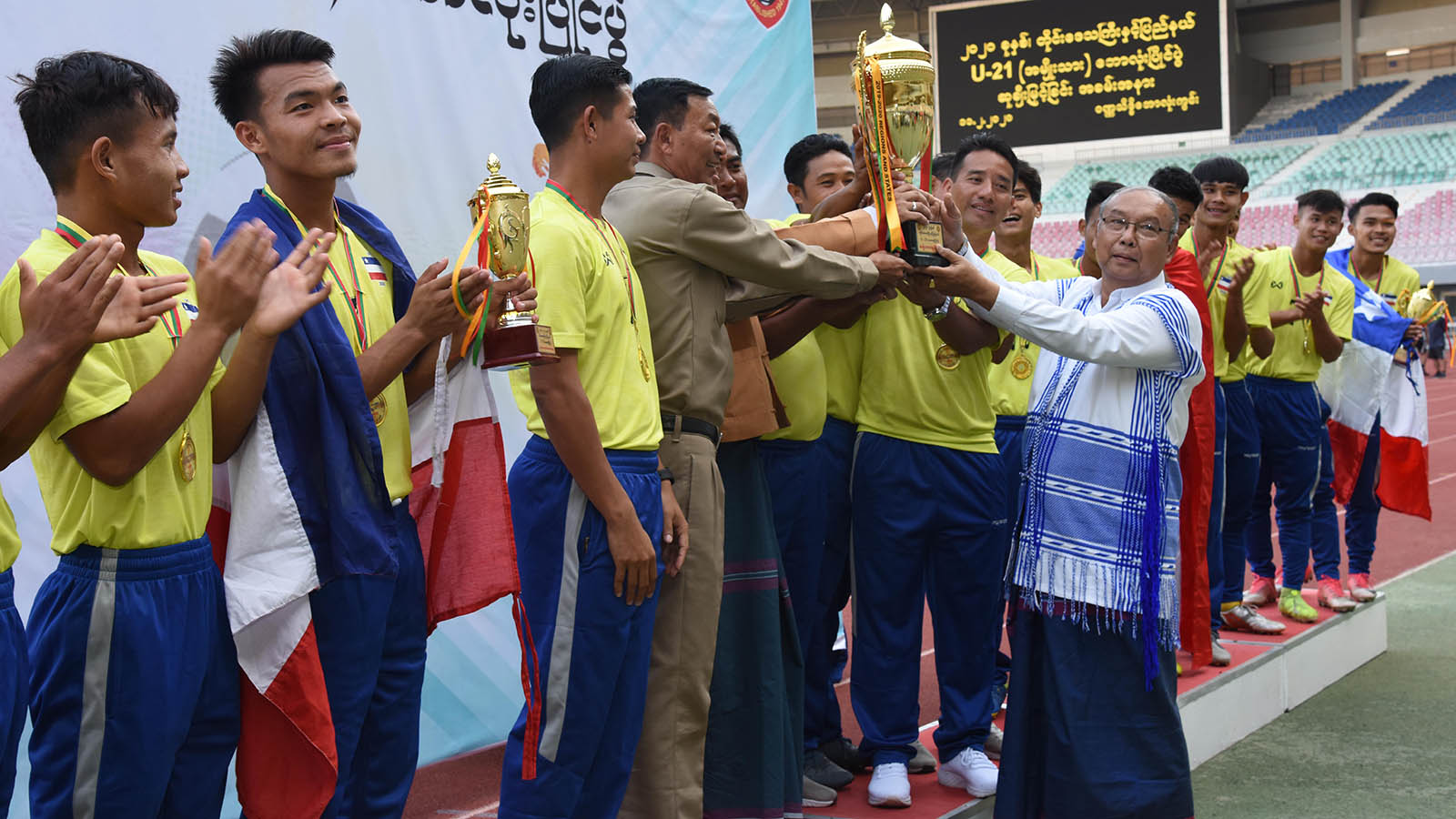 Amyotha Hluttaw Speaker Mahn Win Khaing Than presents trophy to the winner team at the award-giving ceremony of 2020 States/Regions U-21 men's football match in Nay Pyi Taw yesterday.Photo: MNA