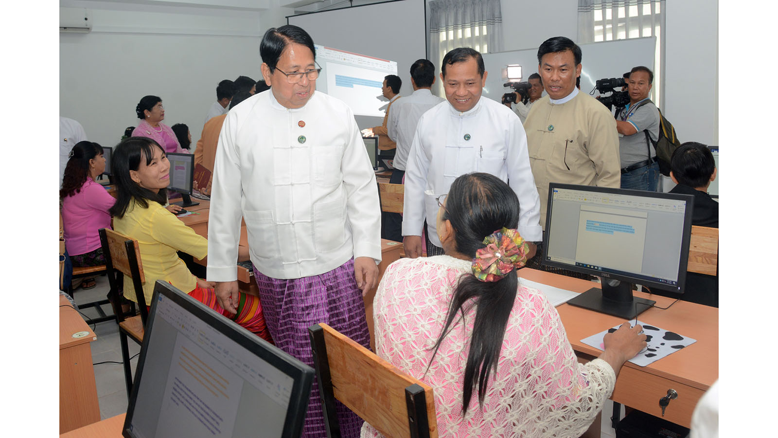 Union Minister Dr Pe Myint visits the multimedia room in the Community Centre.   Photo: MNA